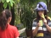 Video An ninh - Camera giấu kín: Cô gái điên bị lạc ở chùa