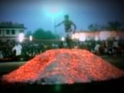 """Phi thường - kỳ quặc - Những """"siêu nhân"""" có khả năng đi trên lửa ở Hà Giang"""
