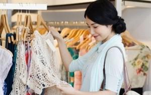 Tin tức thời trang - Vì sao không nên mua quần áo lúc gần Tết?