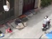 An ninh Xã hội - Camera giấu kín: Giúp đỡ em bé gặp nguy hiểm