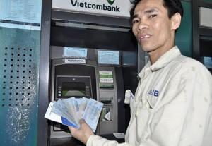 Tài chính - Bất động sản - Máy ATM bị lỗi, chỉ nhả tiền 20.000 đồng gây bức xúc