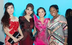 Thời trang - Ca sĩ Hà Phương dự show Quỳnh Paris ở New York
