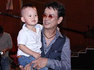 Ngôi sao điện ảnh - Con trai 2 tuổi đi xem Đức Huy hát