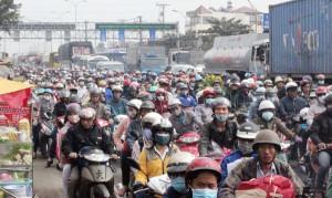"""Tin tức Việt Nam - Người Sài Gòn """"toát mồ hôi"""" về quê đón Tết"""