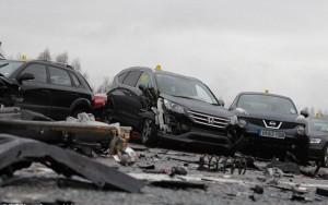 Tin tức trong ngày - Anh: 40 xe đâm nhau liên hoàn, 54 người thương vong