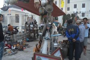 Tin tức trong ngày - Chùm ảnh: Chợ đồ cũ hút người Đà thành