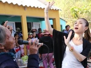 Sao ngoại-sao nội - Mỹ Tâm múa phụ họa cho người dân Quảng Nam