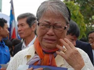 Hàng ngàn người dân khóc thương ông Bá Thanh