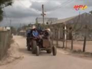 Video An ninh - Hiểm họa khôn lường khi xe công nông chở người