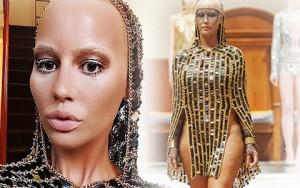 Thời trang - Siêu mẫu trọc đầu lại gây choáng với váy táo bạo