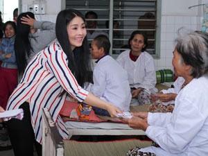 Phim - Kiều Oanh ủng hộ gần 100 triệu đồng cho người nghèo