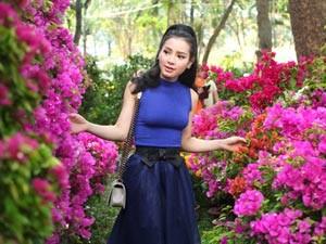 Ngôi sao điện ảnh - Phương Trinh Jolie duyên dáng dạo phố hoa