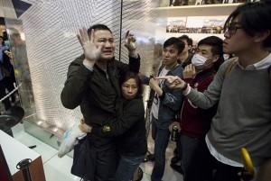 Thế giới - Dân TQ bị phản đối vì đổ xô đến Hong Kong sắm tết