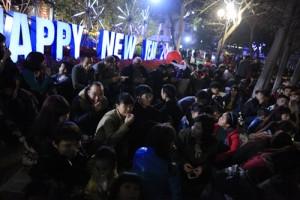 Tin tức Việt Nam - Các khu vực trung tâm đông nghẹt người chờ pháo hoa