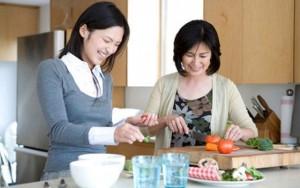 Tình yêu - Giới tính - Lần đầu ăn Tết nhà chồng, con dâu suýt làm cháy bếp