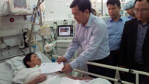 Tin tức trong ngày - Mùng 2 Tết, BT Thăng thăm nạn nhân cấp cứu ở BV Việt Đức