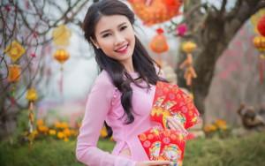 Thời trang - Người đẹp Thanh Tú rạng ngời bên sắc hoa ngày xuân