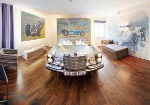 """Ô tô - Xe máy - Khách sạn V8 đặc """"mùi"""" xe hơi độc đáo ở Đức"""