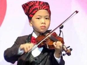 Bạn trẻ - Cuộc sống - Cậu bé 11 tuổi đa tài nhất thế giới