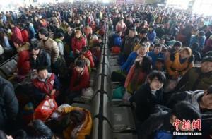 Tin tức trong ngày - Tàu xe TQ lại oằn mình đón tỉ lượt người sau Tết