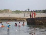 Tin tức trong ngày - Quảng Ngãi: Tắm biển đầu năm, ba học sinh chết đuối