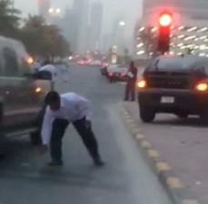 Thế giới - 17 tỉ tiền mặt rơi như mưa xuống đường phố Dubai