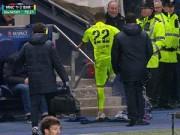 Cup C1 - Champions League - Không được đá bóng, Alves quay sang sút chai nước