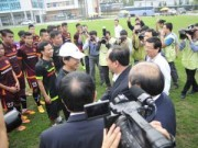 Bóng đá Việt Nam - Thứ trưởng tới lì xì, ĐT U23 Việt Nam được nghỉ sớm