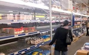 Dân Ukraine cuống cuồng đối phó với  ngày đen tối