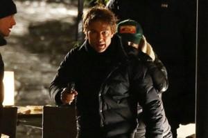 Hậu trường phim - Tom Cruise thất thần cầm súng chạy trên đường phố Anh