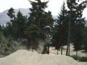 Clip Đặc Sắc - Thót tim với màn biểu diễn xe đạp trên núi