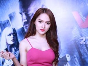 Hương Giang Idol gợi cảm đi xem phim