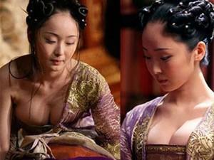 Phim - Lý giải chuyện mỹ nhân khoe ngực trong phim cổ trang