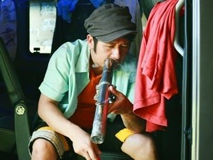 Hậu trường phim - Bằng Kiều đem sở thích hút thuốc lào lên phim đầu tay
