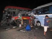 Camera hành trình - Hai xe khách đối đầu, người đi bộ tử nạn