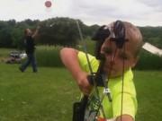 """Thể thao - Chú bé 6 tuổi bắn cung như """"anh hùng xạ điêu"""""""