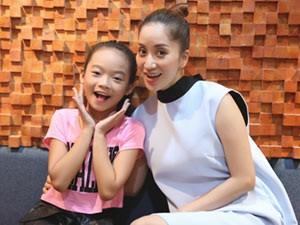 Ca nhạc - MTV - Con gái nuôi của Khánh Thy nhí nhảnh quay MV dịp 8/3