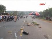 Video An ninh - Vượt xe tải, đôi nam nữ tử vong tại chỗ