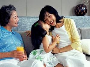 Bạn trẻ - Cuộc sống - 5 bí quyết giúp bạn dung hòa mối quan hệ với mẹ chồng