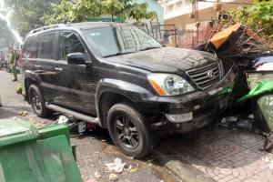 Tin tức trong ngày - Dùng kích nâng xe Lexus, cứu người bị cuốn vào gầm