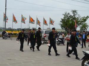 Hơn 2.000 người chia 5 vòng bảo vệ lễ hội đền Trần
