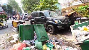 Tin tức Việt Nam - Xe Lexus cuốn người vào gầm: Nạn nhân đã tử vong