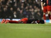 Tin bên lề bóng đá - Đứng tim vì sao Premier League tự đổ gục trên sân