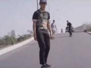 Bạn trẻ - Cuộc sống - Độc đáo 9X du xuân bằng cách 'trượt' khắp Sài Gòn
