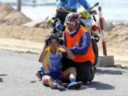 Thể thao - Giải Xe đạp nữ quốc tế Bình Dương: Gặp nạn, VĐV Singapore lên xe cấp cứu