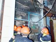"""Video An ninh - Cháy nhà, 4 người """"phi thân"""" từ tầng 2 xuống đất"""