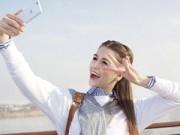 Thời trang Hi-tech - Kiều nữ tóc vàng lịch lãm bên smartphone