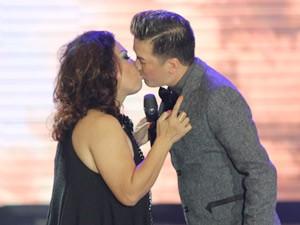 """Ca nhạc - MTV - Siu Black nghẹn ngào """"khóa môi"""" Mr. Đàm"""