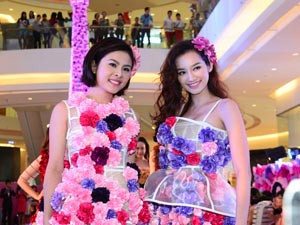 Phim - Vân Trang, Trúc Diễm diện váy ngàn hoa cuốn hút