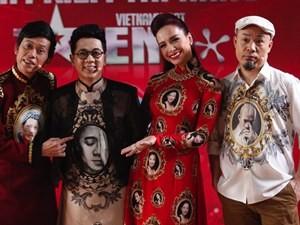 """Phim - Hoài Linh tặng quà độc cho """"bộ tứ quyền lực"""" Got talent"""